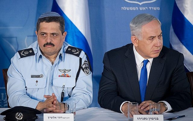 Police chief Roni Alsheich and Prime Minister Benjamin Netanyahu, pictured at the Prime Minister's Office in Jerusalem, December 3, 2015. (Miriam Alster/Flash90)