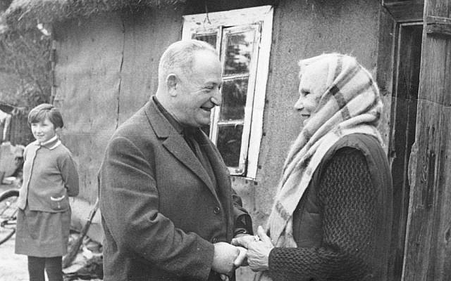 Adam Kapitanczyk and his rescuer, Franciszka Sasin. Source: Yad Vashem