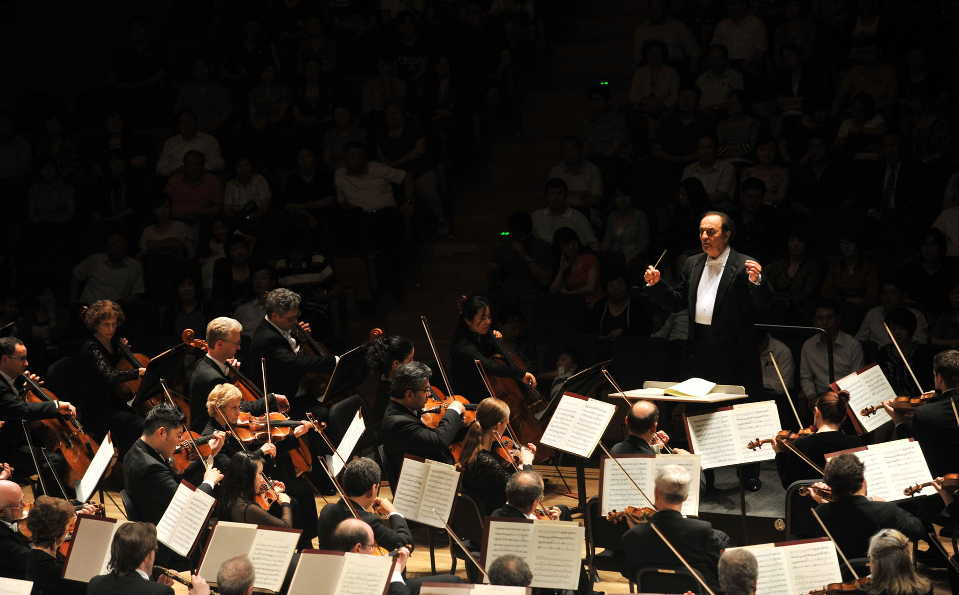 Illustrative Charles Dutoit and the Philadelphia Orchestra in Tianjin