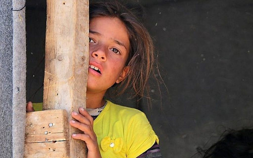 A displaced Syrian girl from Daraa stands in a makeshift camp in Quneitra, southwestern Syria, near the border with Israel, on June 22, 2018. (AFP PHOTO / Ahmad al-Msalam)