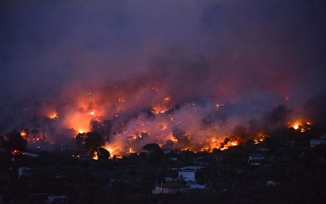 Flames rise as a wildfire burns in the town of Rafina, near Athens, on July 23, 2018. (AFP PHOTO/ ANGELOS TZORTZINIS)