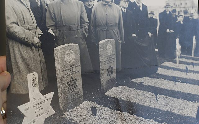 The 1951 consecration ceremony by the Jewish Community of Glasgow for the official gravestones belonging to Nathan Dlusy, and a half dozen other Allied Jewish military men who were killed while serving in Scotland during the Second World War. (Courtesy Jon Dlusy)