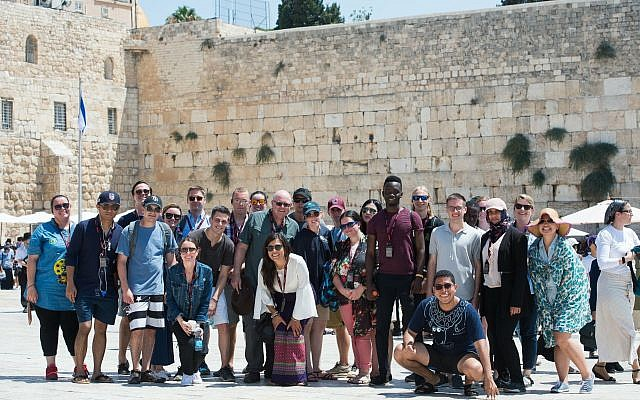 Our Soldiers Speak Law and Policy Tour participants at the Western Wall in Jerusalem (Courtesy of Photoagency)