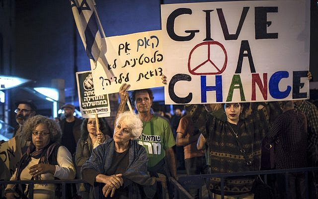 Activists demonstrate in central Jerusalem, against the escalation of violence, calling for a peaceful solution with the Palestinians, October 10, 2015. (Hadas Parush/Flash90)