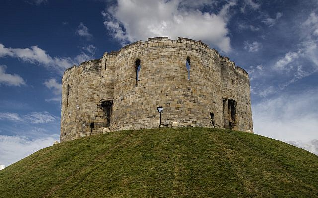 Clifford's Tower, York. site of the 1190 massacre in in which 150 Jews were killed.  Photography: http://wolfblur.de/index.php/zu-meiner-person
