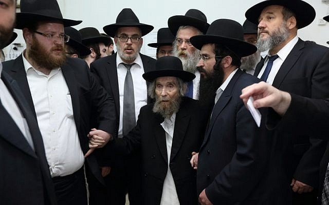 Illustrative: Haredi Jewish leader Rabbi Aharon Leib Shteinman arrives to cast his vote in the Israeli general elections in for the 20th parliament, in Bnei Brak on March 17, 2015.  (Yaakov Naumi Flash90)
