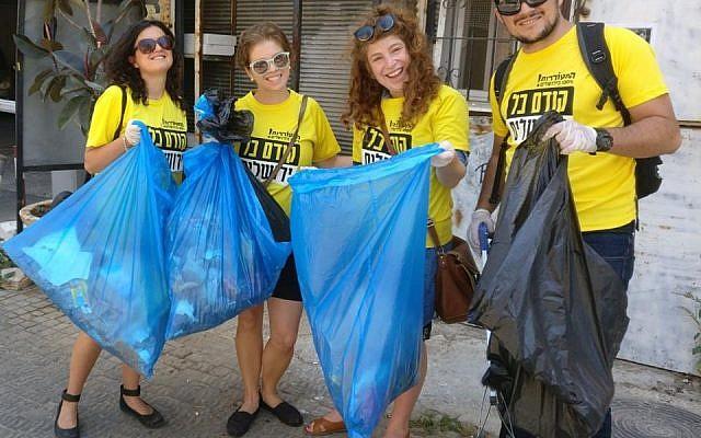 Hitorerut activists clean up Jerusalem. July 2018 (courtesy)