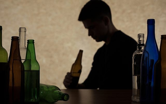 Illustrative. Adolescent drinking beer. (iStock)