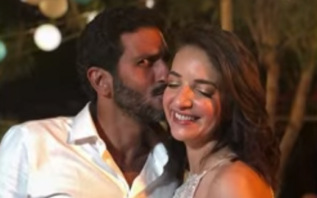 Reshet news anchor Lucy Aharish and 'Fauda' actor Tsahi Halevi at their secret wedding on October 10, 2018. (screen capture: Channel 10)