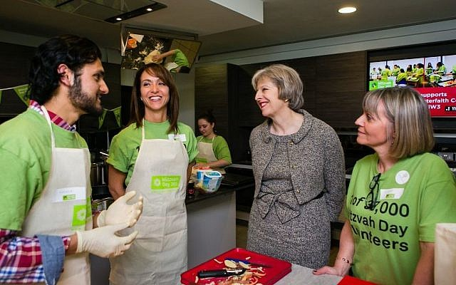 Theresa May Cooking with Mitzvah Day founder Laura Marks (right) and Daniela Pears (left) (Yakir Zur)