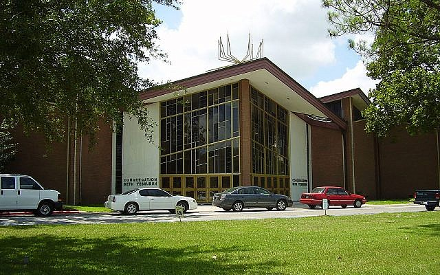 Illustrative. Congregation Beth Yeshurun, Houston, Texas, with congregants' cars parked out front, in August 2009. (Wikipedia)