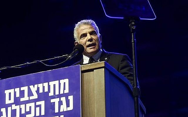 Yesh Atid head Yair Lapid speaks at a rally marking 23 years since the assassination of prime minister Yitzhak Rabin, at Tel Aviv's Rabin Square on November 3, 2018. (Miriam Alster/Flash90)