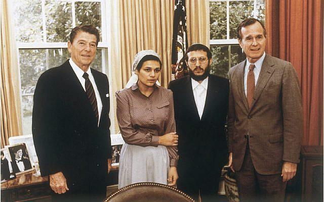 President Ronald Reagan, Avital Sharansky, Iosef Mendelevich, George H. W. Bush. (PD)