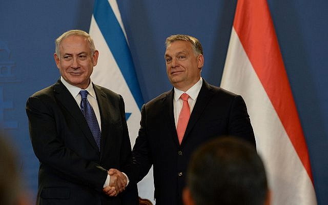 Prime Minister Benjamin Netanyahu (L) and his Hungarian counterpart Viktor Orban hold a joint press conference at the Parliament building in Budapest, Hungary on July 18, 2017. (Haim Zach/GPO)