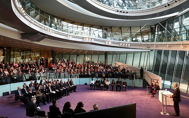 Sadiq Khan hosts Holocaust Memorial Day in City Hall (Jewish News)