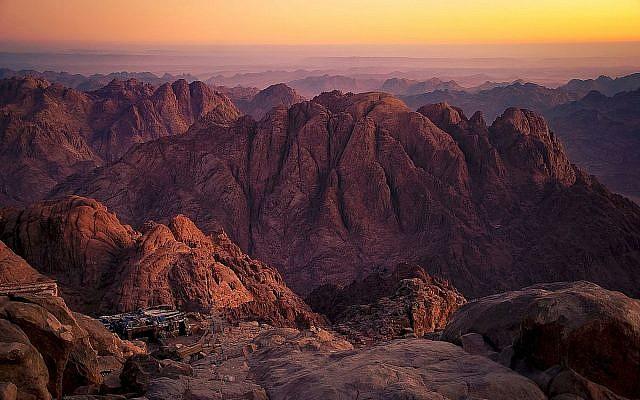 Mount Sinai. (Mohammed Moussa, Wikipedia)
