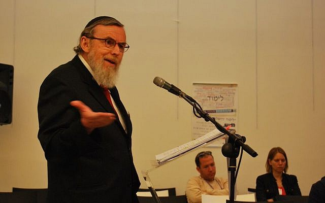 Nathan Lopez Cardozo teaching at a past Limmud. (Courtesy Limmud Jerusalem)