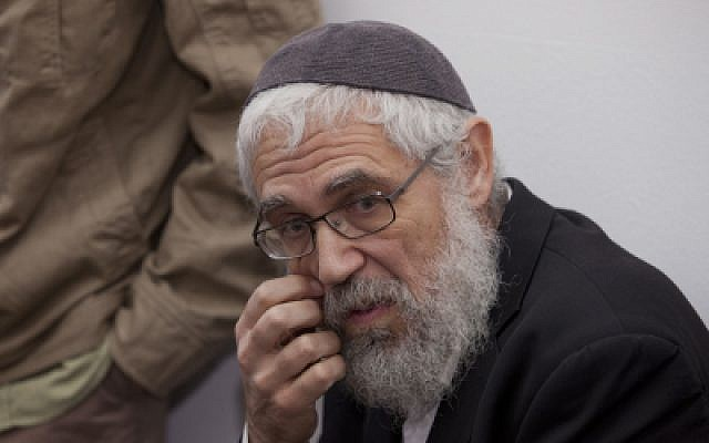 Rabbi Mordechai (Moti) Elon, who was convicted in 2013 of sexual assault by force against a minor, is seen at the courtroom of the Magistrates Court in Jerusalem, prior to his sentence hearing, on December 18, 2013. (David Vaaknin/Flash 90/Pool/File)