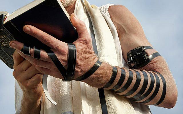 Man engaged in Jewish prayer (illustrative / iStock)