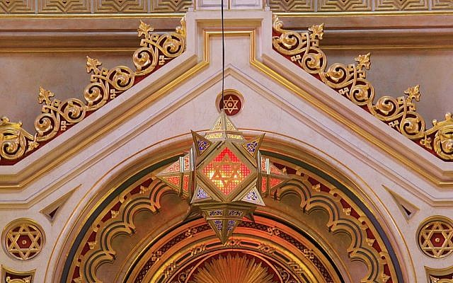 Illustrative. Ner Tamid - the eternal flame of the sanctuary lamp, Großen Synagoge in Budapest. (Wikipedia)