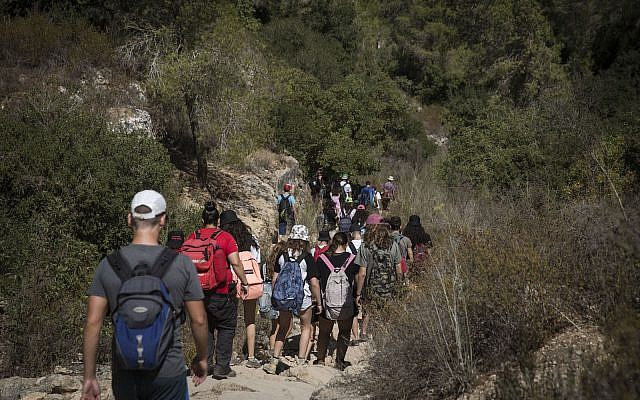 ILLUSTRATIVE: A group of Scouts hike on the Wadi Katlav trail in the Jerusalem Mountains, on October 8, 2016. (Hadas Parush/Flash90)