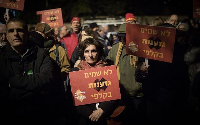 Israelis protest against members of Otzma Yehudit party, outside Prime Minister Benjamin Netanyahu residence in Jerusalem, March 2, 2019. (Hadas Parush/Flash90)