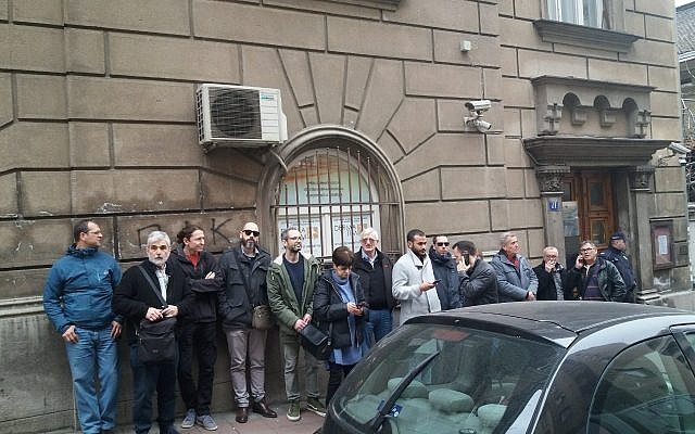 Members of the Jewish Community of Belgrade rushed to the JC building right after the prayers on Saturday, as soon as they were called upon by the community's security. Police personnel could be also seen in the picture taken on March 16th, 2019.