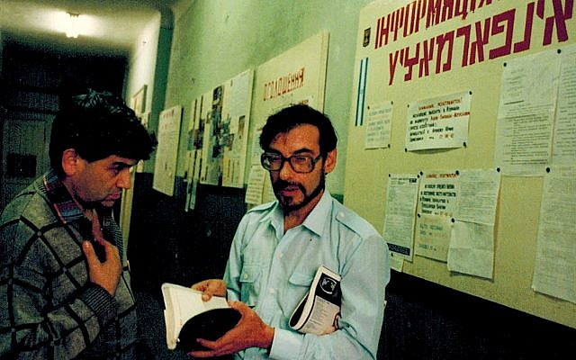 Immigration activists in the Ukrainian city of Lviv in 1991 (Dan Perry photo)