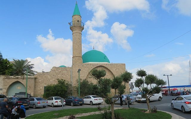 A mosque in Akka, Israel. Akka (also called Akko in Hebrew) is a coastal city in Northern Israel. About 25% of its population is Arab.