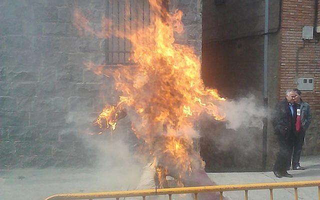 Burning of Judas in Anguiano, Spain. Photo: Zarrio93 [CC BY-SA 4.0], via Wikimedia Commons
