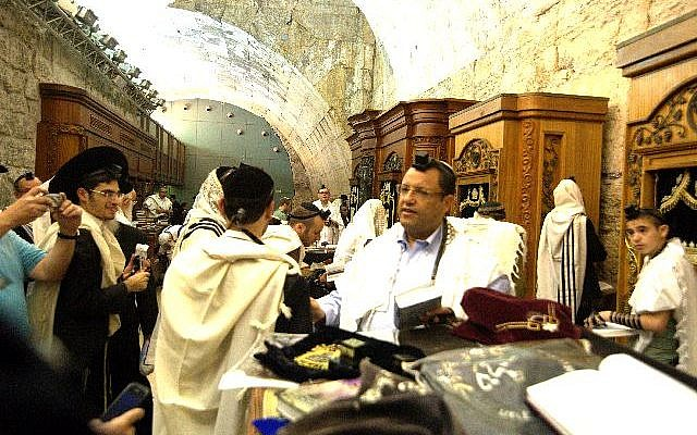Moshe Lion at the Western Wall, October 2013. (Dovid Katz/File)