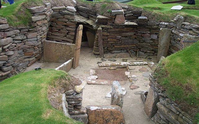 Neolithic excavations at Skara Brae on Orkney in Scotland. (CC BY-SA, John Burka/ Wikimedia Commons)