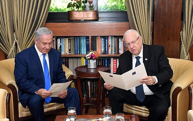 Prime Minister Benjamin Netanyahu, left with President Reuven Rivlin, right, during a meeting to discuss extending the period of time to form a new coalition government, at the president's residence in Jerusalem, May 13, 2019. (Haim Zach (GPO)