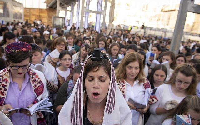 Women of the Wall praying at the Western Wall. (Daniel Shitreet)