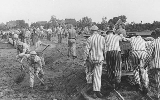Prisoners at forced labor building the Dove-Elbe canal in Germany, 1941-42. (US Holocaust Memorial Museum, courtesy of KZ-Gedenkstatte Neuengamme)