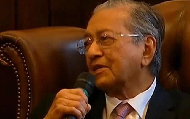 Mahathir Mohamad speaking at Cambridge Union