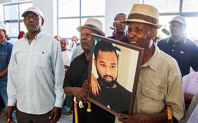 Family and friends mourn at the funeral of Solomon Tekah, in Kiryat Haim, on July 2, 2019. (Yonatan Sindel/Flash90)