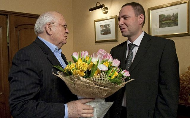 Gorbachev discusses sponsorship opportunities with author
