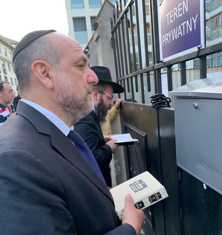 Facing adversity, Krakow's Jews celebrate Shabbat