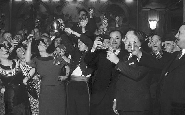 Drinkers in Chicago raise a celebratory glass of alcohol following the repeal of Prohibition, 1933. (Chicago Sun-Times/Chicago Daily News collection/Chicago History Museum/Getty Images)