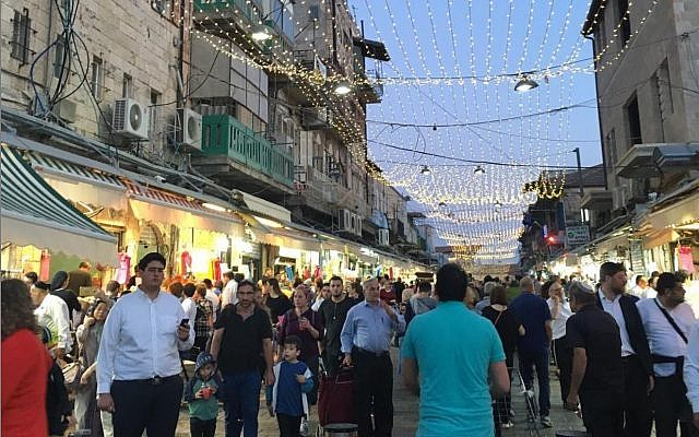 Shuk Machane Yehuda on a Thursday evening. Credit: @building.jerusalem on Instagram