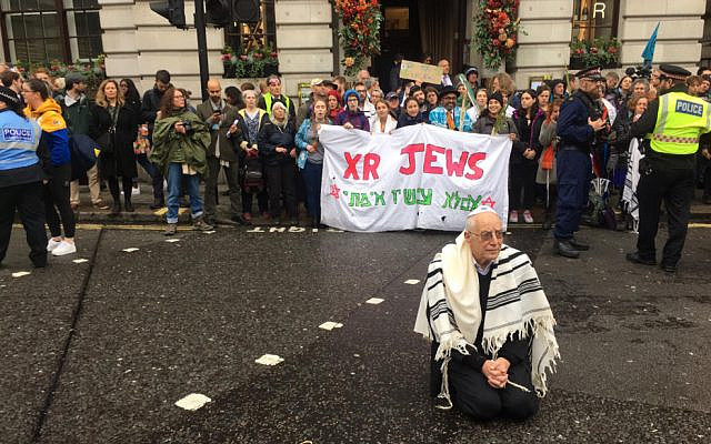 Rabbi Jeffrey Newman before his arrest, at ths Protest in the City, London. Extinction Rebellion's October Rebellion, London, 2019. (XR via Jewish News)