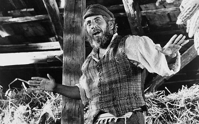 Chaim Topol in the 1971 'Fiddler on the Roof' movie. (RDB/ullstein bild via Getty Images)