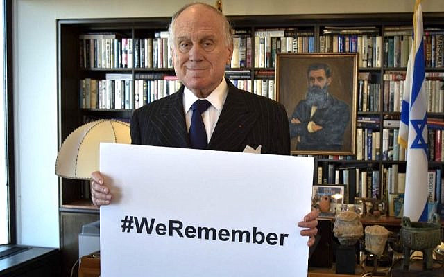Ronald S. Lauder holds a #WeRemember sign ahead of International Holocaust Remembrance Day. (Courtesy of World Jewish Congress)