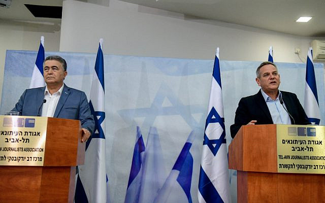 Labor-Gesher co-chairman Amir Peretz and Meretz party chairman Nitzan Horowitz hold a press conference in Tel Aviv on January 13, 2020. Photo by Flash90 *** Local Caption *** ??????
