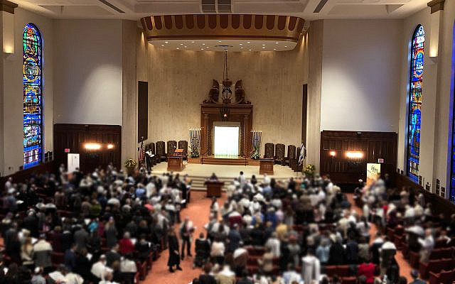 A joint communal Shabbat prayer service at Pittsburgh's Beth Shalom Conservative synagogue, on November 3, 2018, following the massacre a week prior which saw 11 Jewish community members killed. (Amanda Borschel-Dan/ Times of Israel)