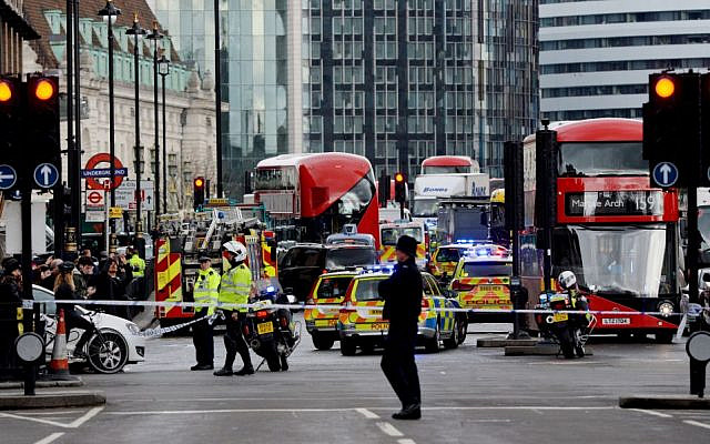 Police cordon off Westminster following a terrorist stabbing attack.   (Photo credit: Victoria Jones/PA Wire via Jewish News)