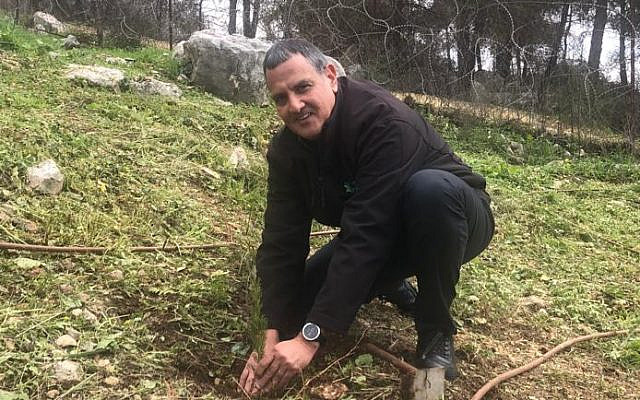 Planting a tree at Neot Kedumim