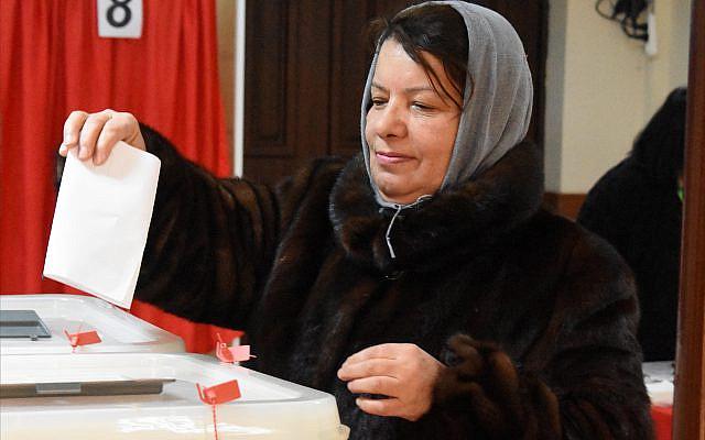 Atayya Askerova, 59, votes in Azerbaijan's Feb. 9 parliamentary elections. (Larry Luxner)