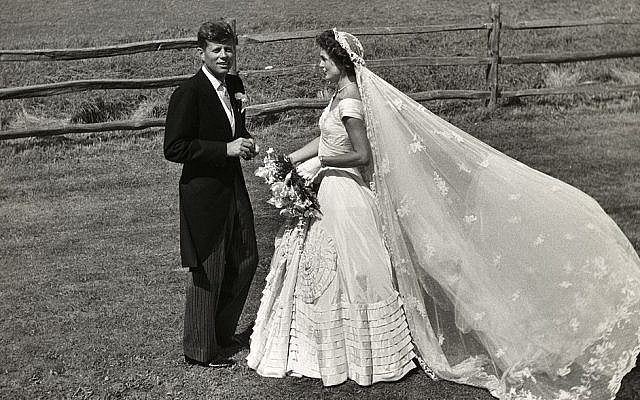 John Fitzgerald Kennedy and Jacqueline Bouvier Kennedy, on their wedding day. (Public Domain, Toni Frissell/ Wikimedia Commons)